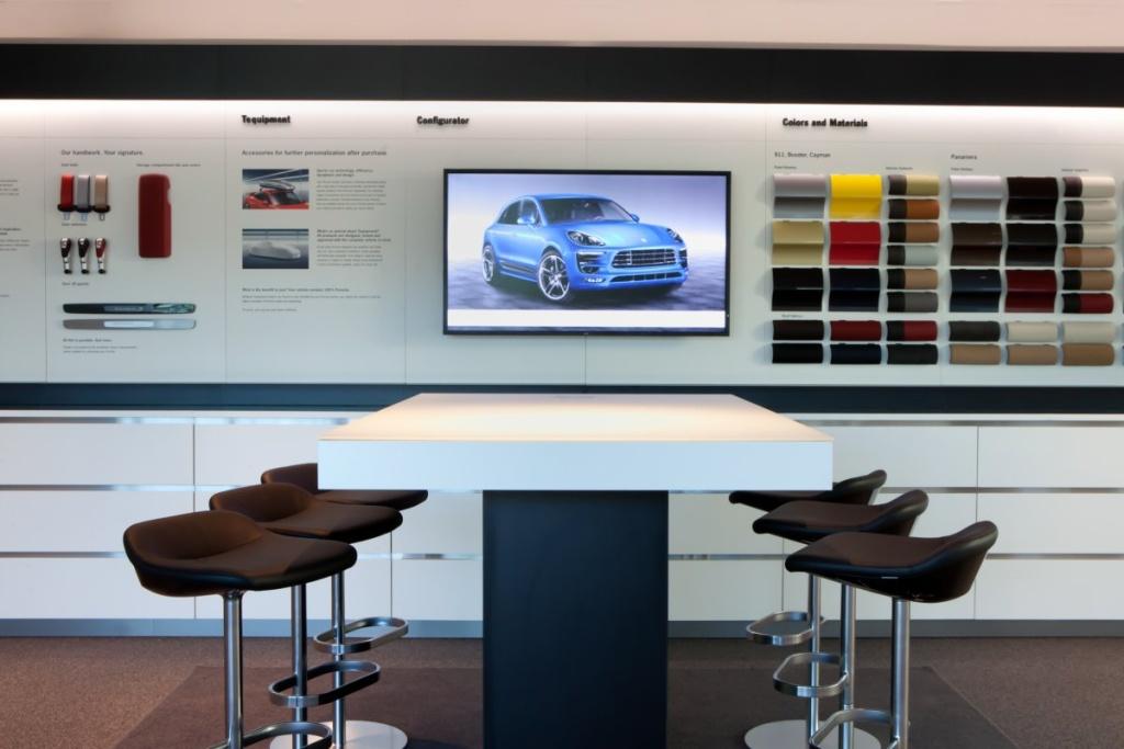 Im Design-Studio können sich die Besucher auch gleich ihren Porsche konfigurieren. (Foto: Porsche)