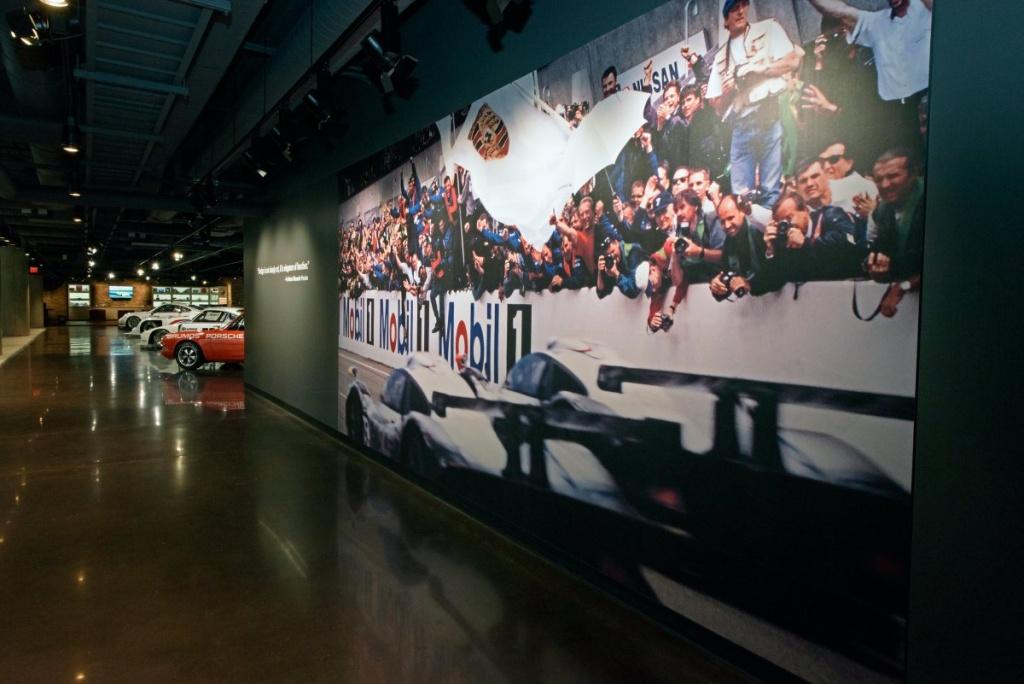 Im Inneren des Hauptquartiers erinnert vieles an die ruhmreiche Geschichte von Porsche. (Foto: Porsche)