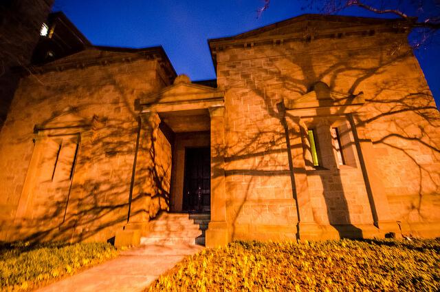 """""""Tomb"""" (Grab) heißt der Versammlungsort des Geheimbundes auf dem Campus der Yale University. (Foto: m01229)"""