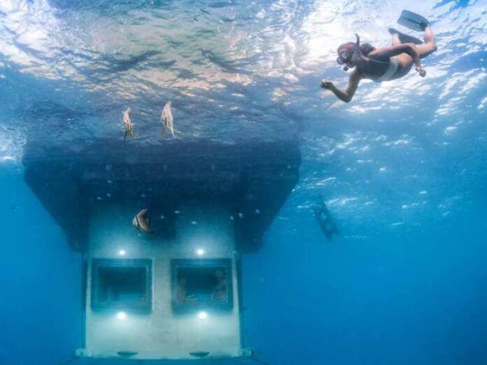 Im Unterwasserzimmer hat man Meeresbuchten und Korallenriffs direkt vor der Haustür.
