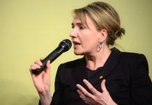 Grünen-Chefin Simone Peter hält eine Kaufprämie für Elektroautos von 5.000 Euro für nicht ausreichend