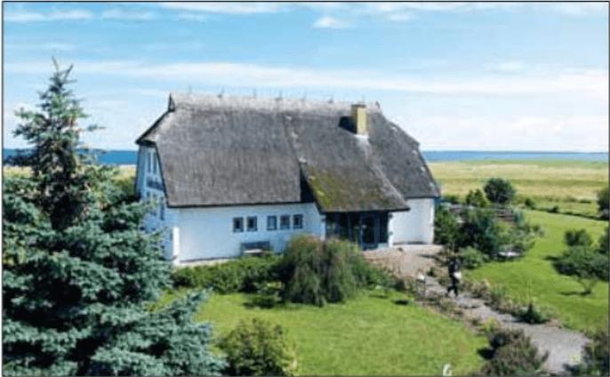 Das Süderhaus liegt direkt an der Ostsee (Foto: Deutsche Grundstücksauktionen AG)