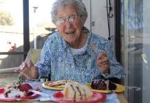 Oma reist mit Krebsdiagnose durchs ganze Land