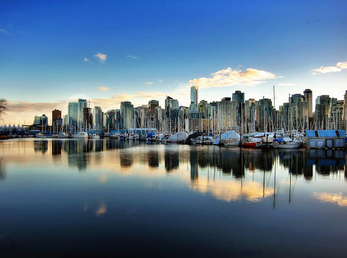 "Die Millionäre verlassen Europa in Scharen. Anhaltende Wirtschaftskrisen und wachsende religiöse Spannungen führen zu diesem Trend. Ein beliebtes Ziel ist die kanadische Metropole Vancouver. (Foto: flickr/<a href=""https://www.flickr.com/photos/zedzap/16401042294/in/photolist-qZiCth-md1LQ4-9qmmHH-jqmSp2-md2tAv-adaKoH-oXJMqt-65owkd-3JwCBw-buaomD-4ukqmE-pPEQW8-rUfbih-7DCw92-oJih29-qi5Qu8-uvYtqT-6bNJFQ-bcq7i2-AeUDji-adFSV8-A1Usd8-8CRRw7-pjeg9H-pYiKej-58nLAL-7D9iHF-rxb5z5-kyJYv-5GuvcX-kyJYp-ehSo9g-kyJYx-pnjU7R-9pfRKY-oYpJ7p-dB52bb-kyJYs-8dhPhU-ffje1x-oYYscJ-phAxGb-5qT3k3-5J9obG-pioprW-9EAfnk-btGyQk-buaq6i-p3oX7H-oZvYix"" target=""_blank"">Nick Kenrick</a>)"