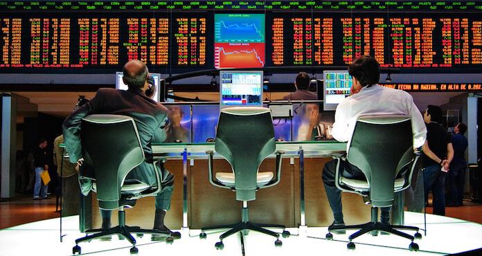 "Die Großbank Credit Suisse arbeitet mit der US-Firma Palantir an einer Überwachungssoftware für Börsenhändler. (Foto: flickr/<a href=""https://www.flickr.com/photos/rednuht/479370088/in/photolist-JmU2w-kTK51W-cFanME-jHkp93-oi67Cm-kTK4LY-3JPYWc-qzL7Nr-gwmN7H-qk9vjL-kTJ6tB-5xXD4V-7jFj8f-624AHw-b7Trxx-6c58NU-fgqLKR-m4nQFw-phA7hF-5HAjXf-dWcser-fgqNbx-rngS4e-4skCZV-RVVxD-ihwKwc-a2SdA-d3rj6W-d4iBd-6dnbkb-d4iBj-pz6YFP-hW2kMN-qnikCL-gwmAC2-271DGU-d4iBc-qwPoUY-fgF4PQ-8YuwQ8-apJZDa-d4iBg-8axpR8-3f1Tyw-pQWTNx-GzxLxQ-9XVSAp-fjBBAV-guvHgK-aycX7r"" target=""_blank"">Rafael Matsunaga</a>)"