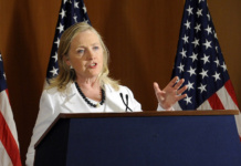 "Hillary Clinton erhält Millionen-Spenden aus Hollywood für ihren Wahlkampf. (Bild ""SecState July 2012_No.516"" von ""U.S.Embassy Tel Aviv"" via flickr.com. Lizenz: Creative Commons)"