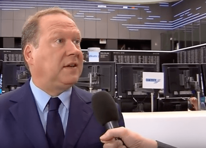 Max Otte wird an der Börse interviewt. (Foto: Screenshot, Youtube)