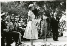 1953: Queen Elizabeth II hält eine Rede in Neuseeland. (Foto: Archives New Zealand)