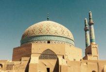 Yazd - Diese Stadt ist 270 km südöstlich von Esfahan.