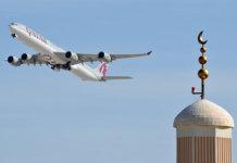 Airbus A340 von Qatar Airways hebt in Doha ab. (Foto: Steven Byles)