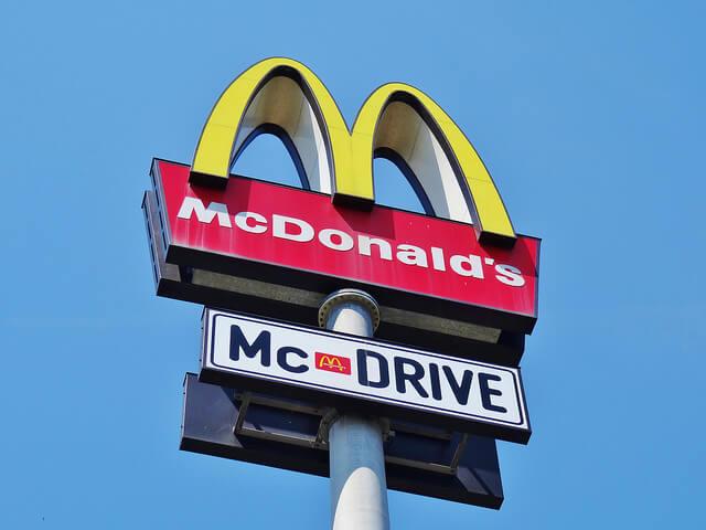 Keine Autobahnfahrt ohne McDonald's (Foto: Bambizoe)