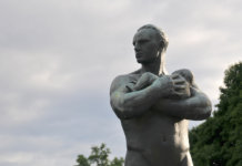 Die zukunftsfähige Wirtschaft: Skandinavien macht es vor. Hier: Foto einer Skulptur im Frogner Park, Norwegen. (Foto: jerdam)