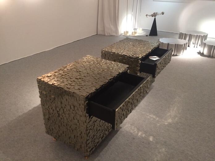 Ein Möbelstück gefertigt aus dem Edelmetall Pyrite
